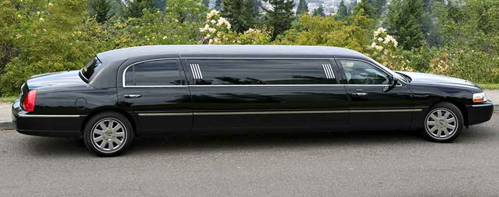 8-10 Passenger Town Car Limousines